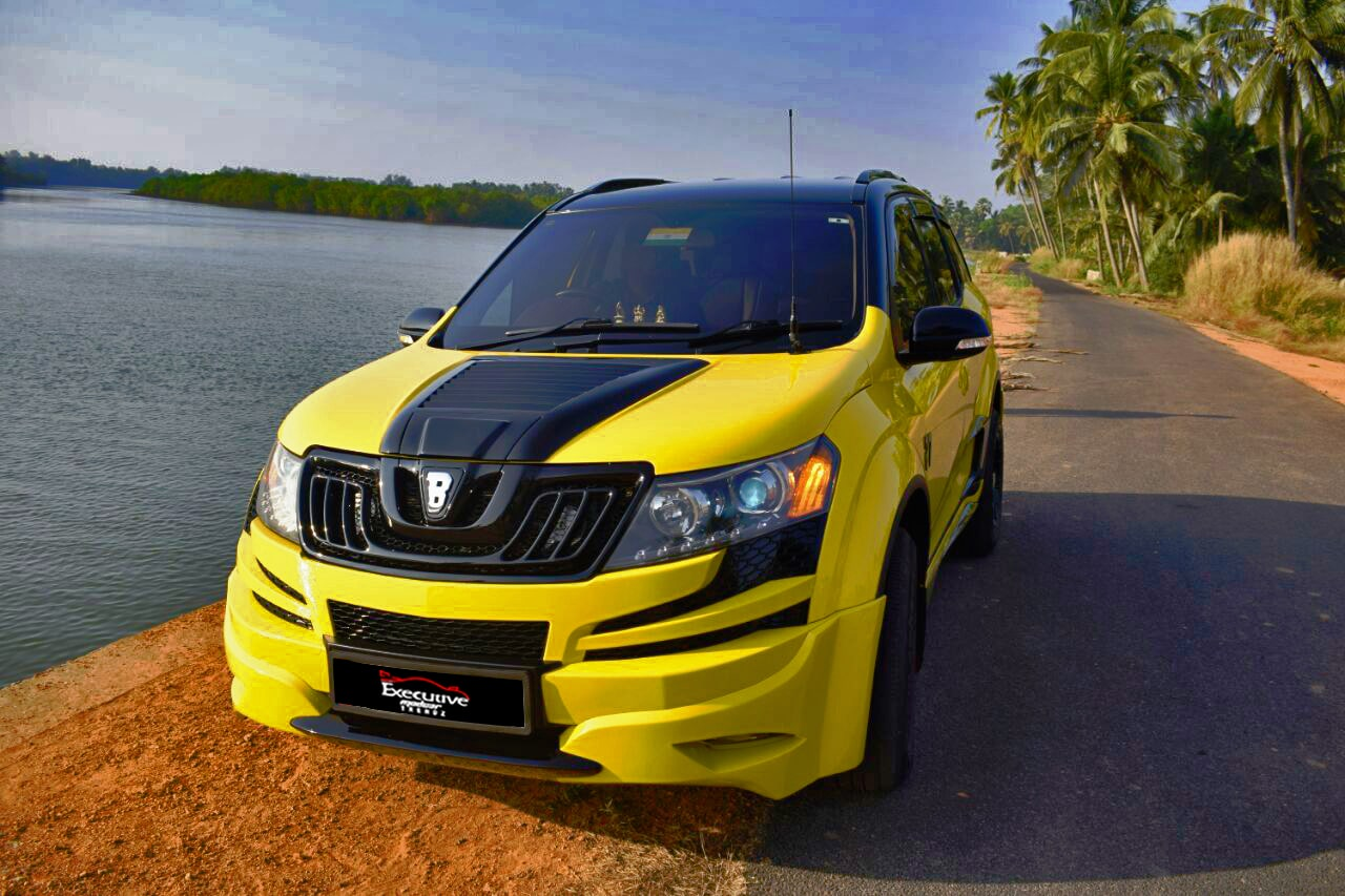 Mahindra XUV 500 Side View